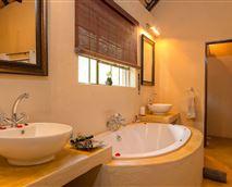 Luxury Bush Suite Bathroom
