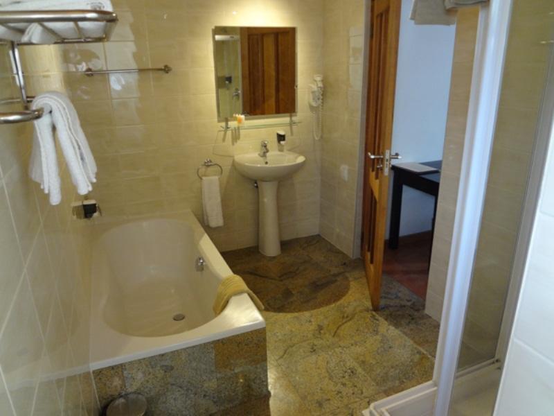 En Suite Bathroom South Africa: Roof Of Africa Hotel
