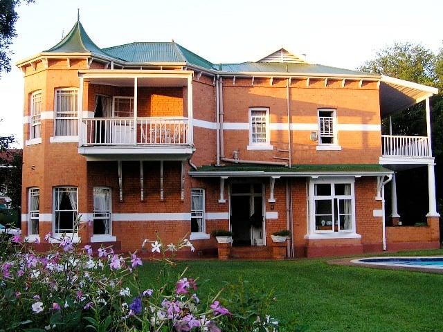 Victorian home in Scottsville